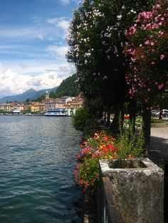 Lake Como Lake Como Italy, Northern Italy, Places Of Interest, Blue Moon, Countries, Scenery, Places To Visit, To Go, Backgrounds