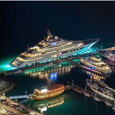 Quattroelle Mega Yacht in Dubai Marine Luxury Boat, Luxury Travel, Yacht Design, Super Yachts, Yachting Club, Bateau Yacht, Grand Luxe, Yacht Boat, Speed Boats