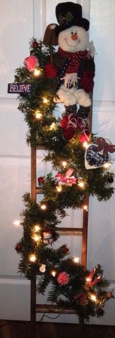 More Wonderful Christmas Hanging Decorations Ideas For Christmas - HomelySmart Outdoor Christmas, Rustic Christmas, Christmas Art, Christmas Projects, Winter Christmas, Christmas Wreaths, Christmas Ornaments, Ladder Christmas Tree, Christmas 2017