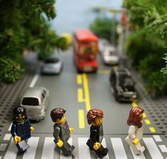 The Beatles – Abbey Road: 20 Album Covers Redone with Legos Beatles Love, Beatles Art, Beatles Albums, Abbey Road, Foto Macro, Lego Pictures, Famous Artwork, Pop Rock, Lego Worlds