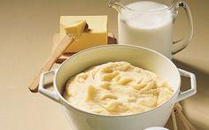 Kartoffelmos Kartoffelmos er en lækker og mættende ret. Denne opskrift er nem at tilberede og smager dejligt.