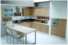Az L alakú konyhaszekrénnyel berendezett helyiségekben egyszerűbb a közlekedés, hiszen nem kell lépten-nyomon szekrénybe ütköznünk, valamint remélhetőleg egy 1-2 méteres sugarú körön belül elérünk minden fontos konyhai kelléket!
