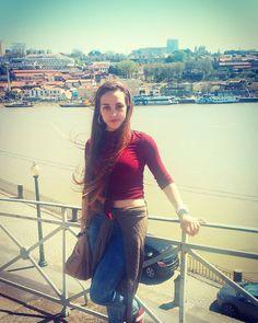 Douro  #bomdiaa #porto #douro #norte #miau #travel #rio #nature #bigcity #alotofpeople #blue #sol #taobom #family #aindamelhor #red #babyface #portugal #beautiful #princesa #turism #history by jhoannarodrigues