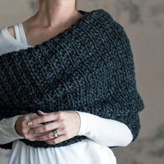Women's Cowl Knitting Pattern - LEADERSHIP - a set of instructions to knit the cowl Kutte Strickmuster Source by . Loom Knitting, Knitting Stitches, Knitting Patterns Free, Knit Patterns, Free Knitting, Outlander Knitting Patterns, Knitting Scarves, Knitting Tutorials, Simple Knitting Projects