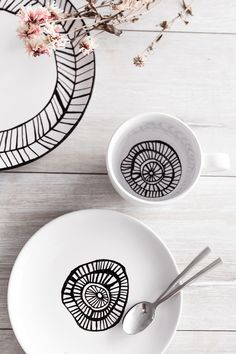 Finding tableware might seems like ab easy task but between simple white and horrible patterns there's basically nothing. Decorative Plates, Simple, Tableware, Inspiration, Ideas, Home Decor, Laundry Detergent, Diy Crafts, Biblical Inspiration