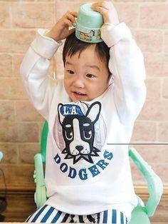 อยากหยุดเวลาให้หนูโตเท่านี้ ตัวเท่านี้ พูดเก่งแบบนี้ กินเยอะแบบนี้  #seojun Cute Twins, Cute Babies, Superman Kids, Korean Babies, Little Babies, Childhood, Handsome, Children, Clothes