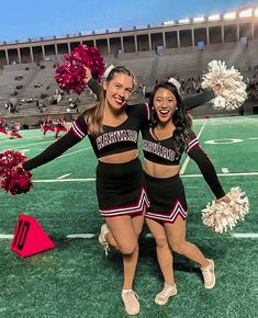 Cute Cheer Pictures, Cheer Picture Poses, Cheer Poses, Cheerleading Pictures, Pic Pose, Cute Cheerleaders, College Cheer, Cross Necklaces, Best Friend Pictures