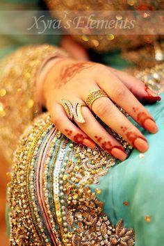 Dulhan Bride Indian Pakistani Wedding Desi Bollywood Henna Mehndi XYRA PHOTOGRAPHY https://www.facebook.com/Xyra.Photography