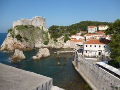 From the SW corner of Dubrovnik's wall, you can see the sea and Fort Bokar.
