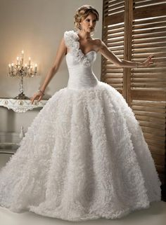 wedding dress  ... For a Wedding Dress Guide & wedding ideas for brides, grooms, parents & planners ... https://itunes.apple.com/us/app/the-gold-wedding-planner/id498112599?ls=1=8 ♥  http://pinterest.com/groomsandbrides/boards/ ♥