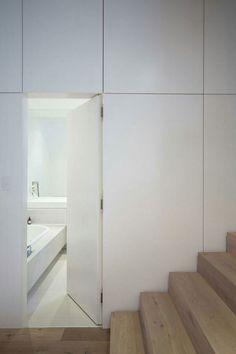 Insanely creative hidden door designs for storage and secret room Casa Kardashian, Door Design, House Design, Home Engineering, Invisible Doors, Hidden Rooms, Door Detail, Secret Rooms, Internal Doors