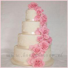 Romantic weddingcake - by KEEKenMOOR @ CakesDecor.com - cake decorating website