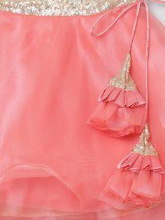 Sleeves Designs For Dresses, Dress Neck Designs, Kurti Neck Designs, Fancy Blouse Designs, Saree Blouse Designs, Kids Dress Wear, Baby Dress Design, Time 7, Rockabilly Dresses