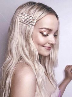Image about girls in Dove Cameron by Pulchérie Pigtail Hairstyles, Bobby Pin Hairstyles, Holiday Hairstyles, Latest Hairstyles, Liv Y Maddie, Les Descendants, Dove Cameron Style, Pixie, Hair Accessories For Women