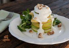 Alma-körte saláta kéksajt öntettel | NOSALTY Eggs, Breakfast, Food, Morning Coffee, Essen, Egg, Meals, Yemek, Egg As Food