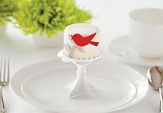 Love the paper bird and cupcake stand! You can find this in other colors/styles @ www.frenchtoastonline.com