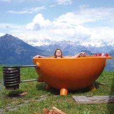 Badezuber Dutch bathtub - portable bathtub heated by fire!!! That's what I'm talking about.