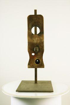 Hierro y madera. Forjado, tallado y patinado. Autor: Frutos María.
