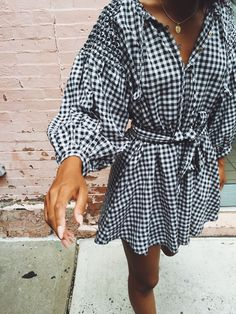 Gingham dress is a classic print that never goes out of style! 80s Fashion, Girl Fashion, Fashion Outfits, Fashion Tips, Fashion Today, Female Fashion, Fashion Details, Fashion Addict, Easy Style