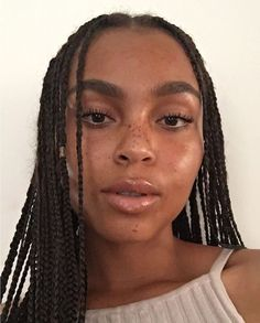 Braids and simple makeup - ChicLadies. Protective Hairstyles, Cute Hairstyles, Braided Hairstyles, Beauty Makeup, Hair Makeup, Hair Beauty, Model Tips, Curly Hair Styles, Natural Hair Styles
