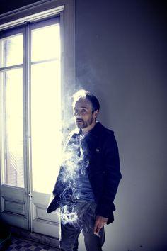 """Santi Balmes """"un hombre a un cigarro pegado"""" por Lyona"""