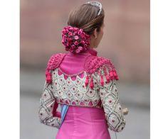 Como hace tiempo que tengo esto un poco abandonado, por motivos del comienzo de un nuevo proyecto personal y tengo menos tiempo para ded... Lady Dior, Punk Fashion, Fashion Show, Flamenco Costume, Spanish Dress, Spanish Woman, Figure Skating Dresses, Embroidery Fashion, Lovely Dresses