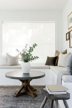 Coffee Table Rug, Modern Coffee Tables, Dining Table, Sunroom Decorating, Decorating Tips, Sunroom Ideas, Interior Decorating, White Linen Curtains, Green Pillows