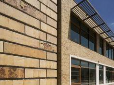 De Nis | Sussex Multi Gesinterd Fuss | DaasBaksteen Brick Images, Garage Doors, Multi Story Building, Outdoor Decor, Carriage Doors