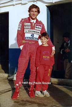 Ayrton Senna and kid. F1 Drivers, Indy Cars, Car And Driver, Vintage Racing, Formula One, Grand Prix, Race Cars, Ferrari, Hero