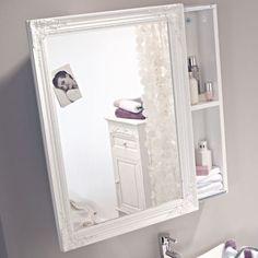 Weiß lackierter Spiegelschrank mit Schiebetür, die nach links bzw. rechts geöffnet werden kann.