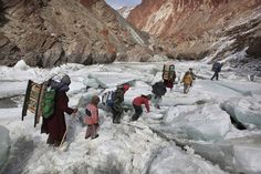 25 Of The Most Dangerous And Unusual Journeys To School In The World.Kids traveling to a boarding school through the Himalayas, Zanskar Indian Himalayas Schools Around The World, Kids Around The World, Around The Worlds, Walk To School, Hate School, Make My Day, Values Education, Dangerous Roads, Voyager Loin