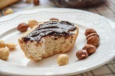 Dziś mamy dla Was coś naprawdę pysznego! Domowa nutella, to coś więcej niż krem czekoladowy. To źródło wielu cennych składników pochodzących z kakao i orzechów laskowych. Przyznamy się Wam, że nasze dzieciństwo często słodziły smaczne kremy czekoladowe typu Nutella. Dziś na szczęście wiedza na temat składników, które znajdują się w kremach do kanapek, jest już …