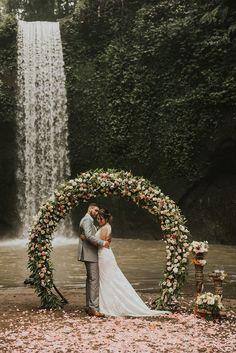5 amazing Bali elopements + tips to plan your own - 100 Layer Cake Wedding Ceremony Ideas, Bali Wedding, Forest Wedding, Elope Wedding, Wedding Photos, Dream Wedding, Wedding Ceremonies, Wedding Ideias, Waterfall Wedding