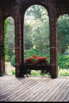 Barnsley Gardens Ruins Garden Window. © Rebecca McAllister