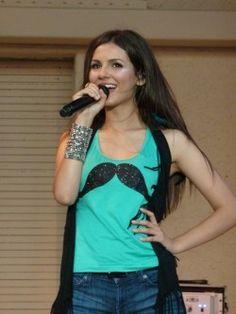 Victoria Justice performs at Busch Gardens, August 27, 2012. #music #concerts #themepark #BuschGardens