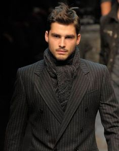 mixing up ultra smart (pin stripe db suit) and casual (chunky knit scarf) is a typical arty stye trait making smart more comfortable to wear Sharp Dressed Man, Well Dressed Men, Latest Mens Wear, How To Wear Scarves, Men's Scarves, Scarfs, Lakme Fashion Week, Gentleman Style, Men Looks