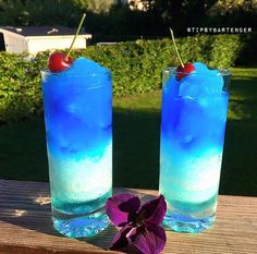Antarctic Freezer Cocktail - For more delicious recipes and drinks, visit us here: www.tipsybartender.com