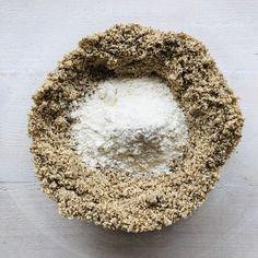 Tort Sasha cu nucă și ciocolată – Chef Nicolaie Tomescu Mai, Tarot, Cake Recipes, Deserts, Food, Mascarpone, Easy Cake Recipes, Essen, Postres