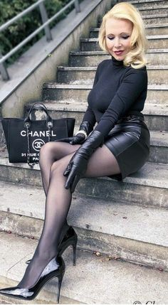 HIgh heel and leather wear fashion appreciation and ideas Nylons And Pantyhose, Nylons Heels, Tights And Heels, Black Tights, Black Leather Gloves, Leather Skirt, Soft Leather, Leder Outfits, Stocking Tights