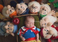 newborn baby snow white Baby Snow White, Baby In Snow, Baby Pictures, Bb, Pregnancy, Snow White, Baby Photos, Newborn Pictures, Infant Pictures