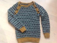 Trøje til Lukas strikket i lamauld opskriften er lavet af Trine Bertelsen.