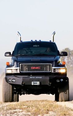 2007 Gmc C4500 4X4 Crew Cab Topkick Front View. Pull almost anything you want with this bad boy!