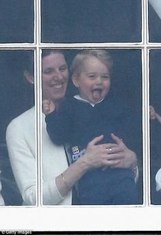 Prince George of Cambridge is held by his nanny Maria Teresa Turrion Borrallo as he waves from the window of Buckingham Palace Princesa Charlotte, Princesa Diana, Prince George Alexander Louis, Prince William And Catherine, Duchess Kate, Duchess Of Cambridge, Lady Diana, Kate Middleton, Prince Georges