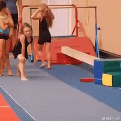 This week's best GIFs tend to thrive in pressure situations. Gymnastics Funny, Gymnastics Videos, Funny Images, Best Funny Pictures, Reddit Funny, Funny Fails, Funny Posts, The Funny, I Laughed