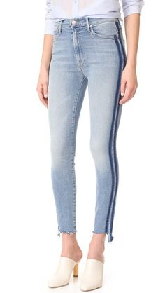 ¡Consigue este tipo de pantalón capri de MOTHER ahora! Haz clic para ver los detalles. Envíos gratis a toda España. MOTHER The Stunner Zip Ankle Step Fray Jeans: Overdyed outseams and a frayed step hem give these MOTHER skinny jeans a deconstructed look. Fading and whiskering distress the light waist. 5-pocket styling. Button closure and zip fly. Fabric: Lightweight stretch denim. 94% cotton/5% polyester/1% elastane. Wash cold. Made in the USA. Imported materials. Measurements Rise: 9.75i...