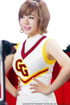 Sunny from SNSD/Girls Generation. I love her hair like this!