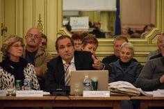 Trop c'est trop de la part de l'ancien Maire de Louviers, M.Franck Martin. Après la patinoire en cours de construction à 12 millions, nous voilà confronter à un vrai problème, à partir de minuit, la ville de Louviers sera dans le noir absolu. M.François-Xavier...