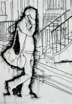 """Вооружившись коробкой с булавками и клубками ниток, Дебби Смит приступает к рисованию. Сперва она подготовит к """"операции"""" свое полотно, которым зачастую становится огромная белая стена, затем разметит ее под будущий """"чертеж"""" картины, и приступит к иглоукалыванию. А потом и к иглообматыванию:…"""