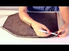How to make a DIY Stella McCartney Falabella bag: Fashion Attack (hmmmm st fabric row is calling my name- perfect project for some affordable leather and accessories! Sac Stella Mccartney, Stella Mccartney Falabella, Diy Fashion, Fashion Bags, Fashion Sewing, Spring Fashion, Womens Fashion, Fashion Trends, Falabella Bag