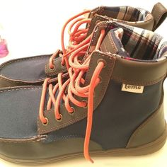 Lem's Boulder Boot Minimalist hiking boot made easy for travel! Light weight, very comfortable, never worn, too big, couldn't return in time. Flannel inside, water resistant. Voted Backpackers best! Lem's Shoes Winter & Rain Boots